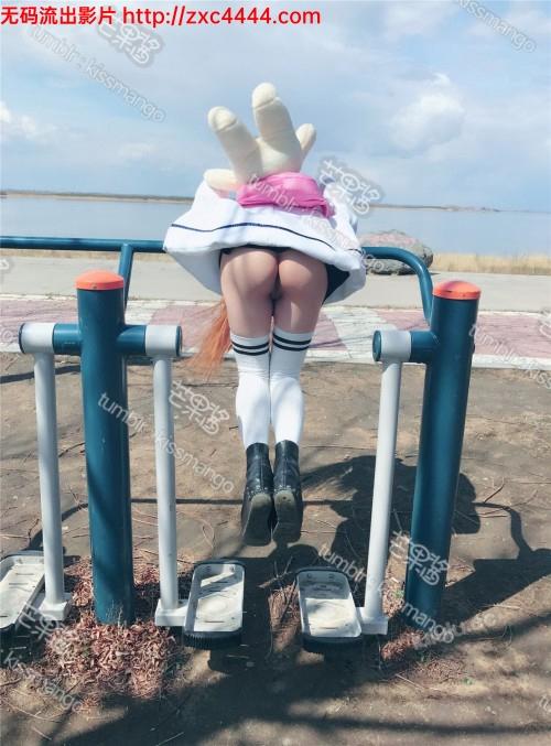 98年极品大奶网红萝莉萌果酱周末公园活动 都怪裙子太短随便一个动作就走光露出逼逼了 人家没穿内裤【70P/46M】