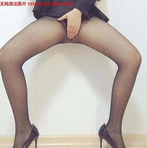 PR社@芝麻酱 收费视图2套黑丝女秘书 +楼道露出50P